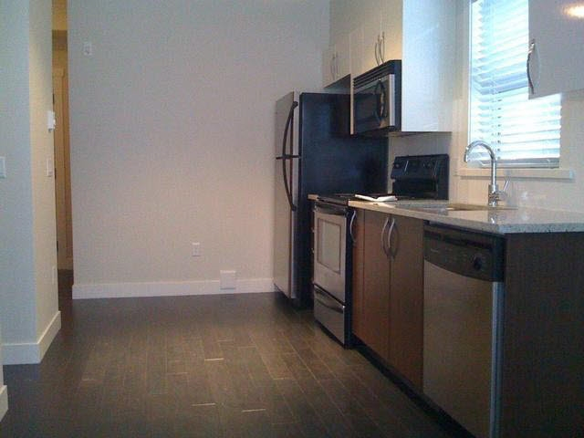 Condo Apartment at 114 13555 GATEWAY DRIVE, Unit 114, North Surrey, British Columbia. Image 2