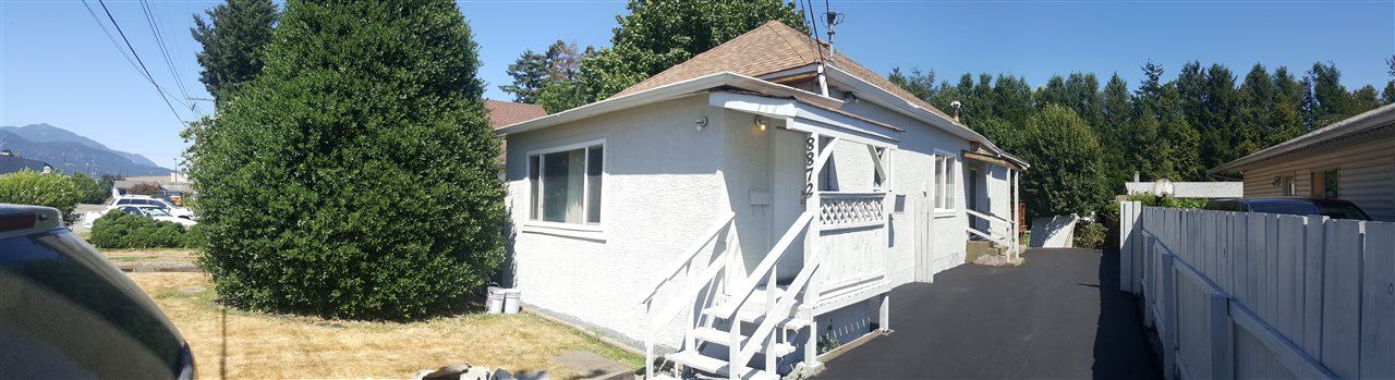 Detached at 8872 ELM DRIVE, Chilliwack, British Columbia. Image 2