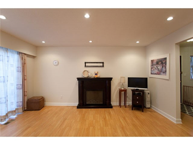 Townhouse at 837 OLD LILLOOET ROAD, North Vancouver, British Columbia. Image 4