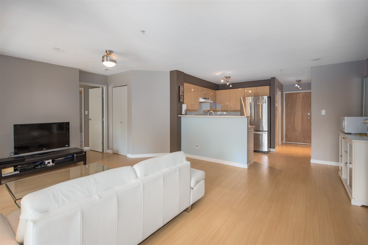 Condo Apartment at 328 2680 W 4TH AVENUE, Unit 328, Vancouver West, British Columbia. Image 3