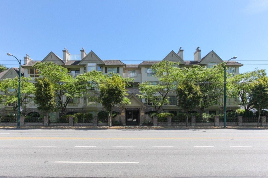 Condo Apartment at 302 5650 OAK STREET, Unit 302, Vancouver West, British Columbia. Image 2