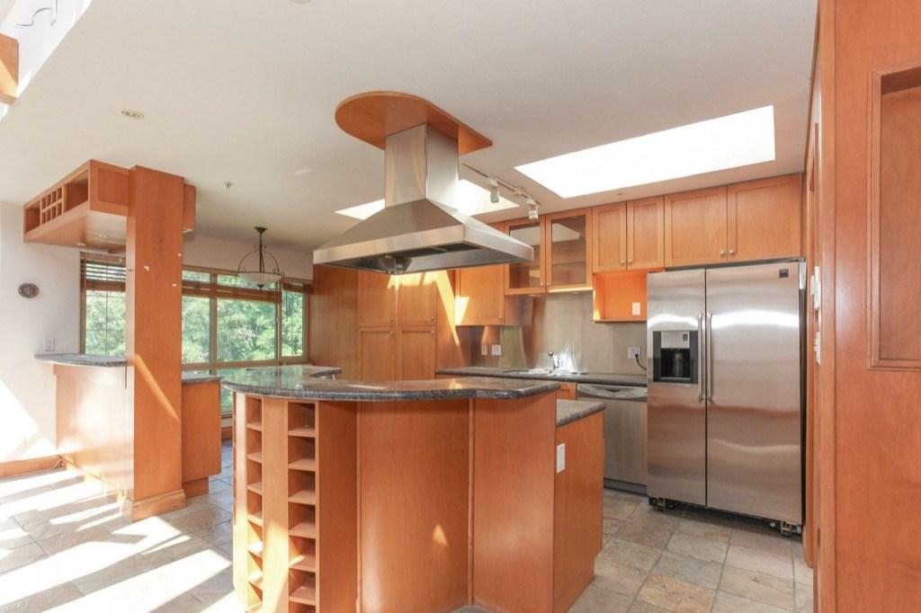 Condo Apartment at 302 5650 OAK STREET, Unit 302, Vancouver West, British Columbia. Image 6