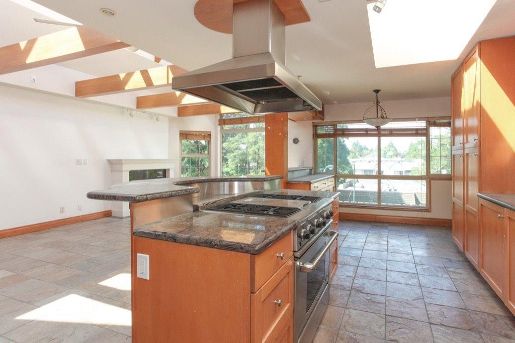 Condo Apartment at 302 5650 OAK STREET, Unit 302, Vancouver West, British Columbia. Image 7