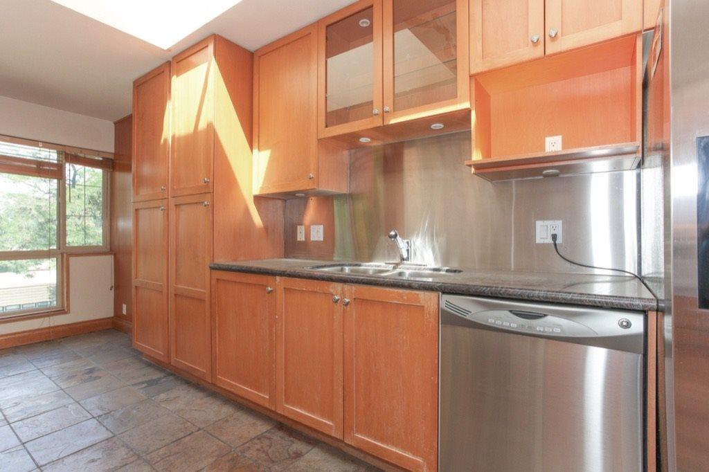 Condo Apartment at 302 5650 OAK STREET, Unit 302, Vancouver West, British Columbia. Image 8