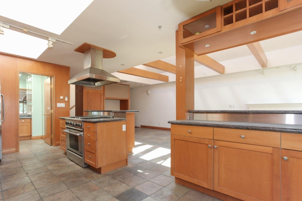 Condo Apartment at 302 5650 OAK STREET, Unit 302, Vancouver West, British Columbia. Image 9