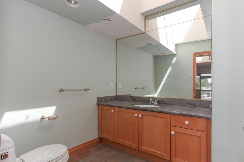 Condo Apartment at 302 5650 OAK STREET, Unit 302, Vancouver West, British Columbia. Image 10