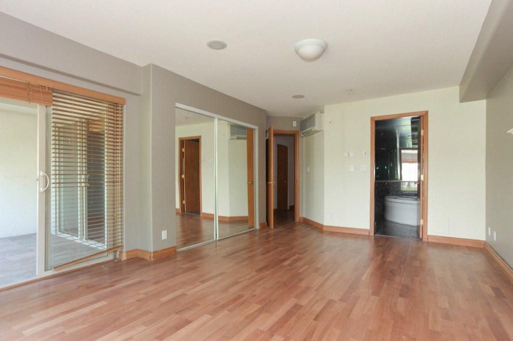 Condo Apartment at 302 5650 OAK STREET, Unit 302, Vancouver West, British Columbia. Image 12