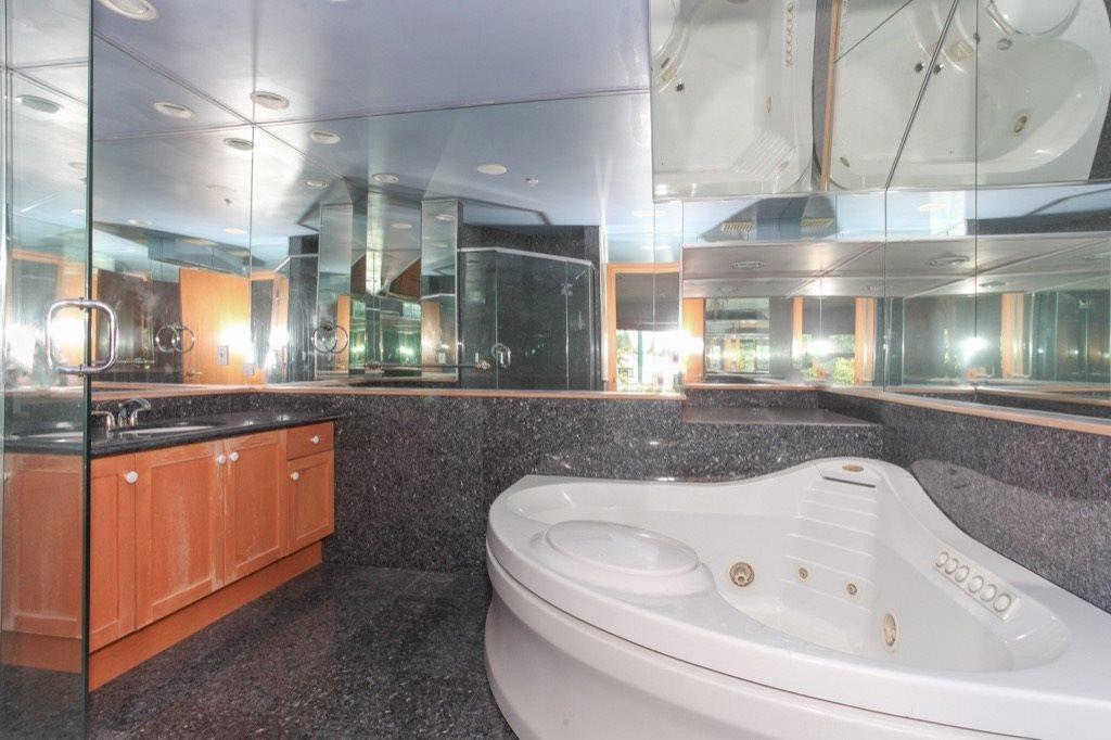 Condo Apartment at 302 5650 OAK STREET, Unit 302, Vancouver West, British Columbia. Image 13