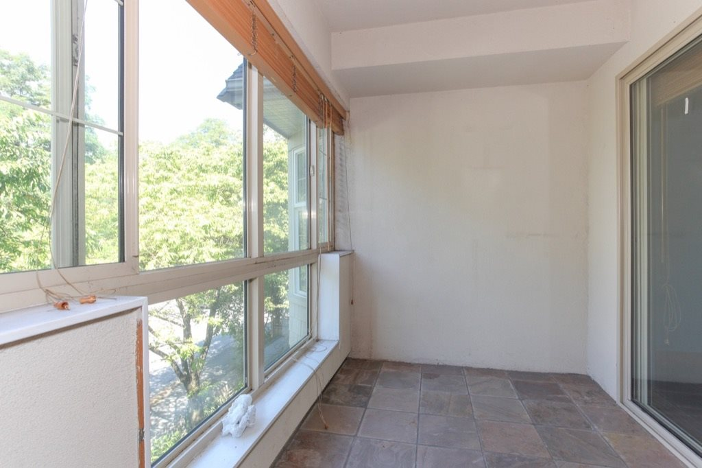 Condo Apartment at 302 5650 OAK STREET, Unit 302, Vancouver West, British Columbia. Image 16