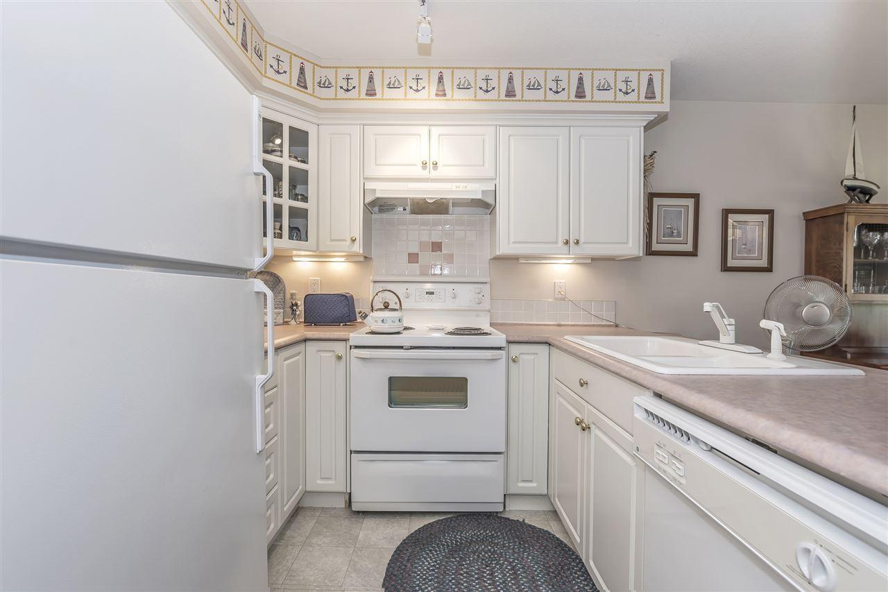 Condo Apartment at 112 328 ESPLANADE AVENUE, Unit 112, Harrison Hot Springs, British Columbia. Image 5