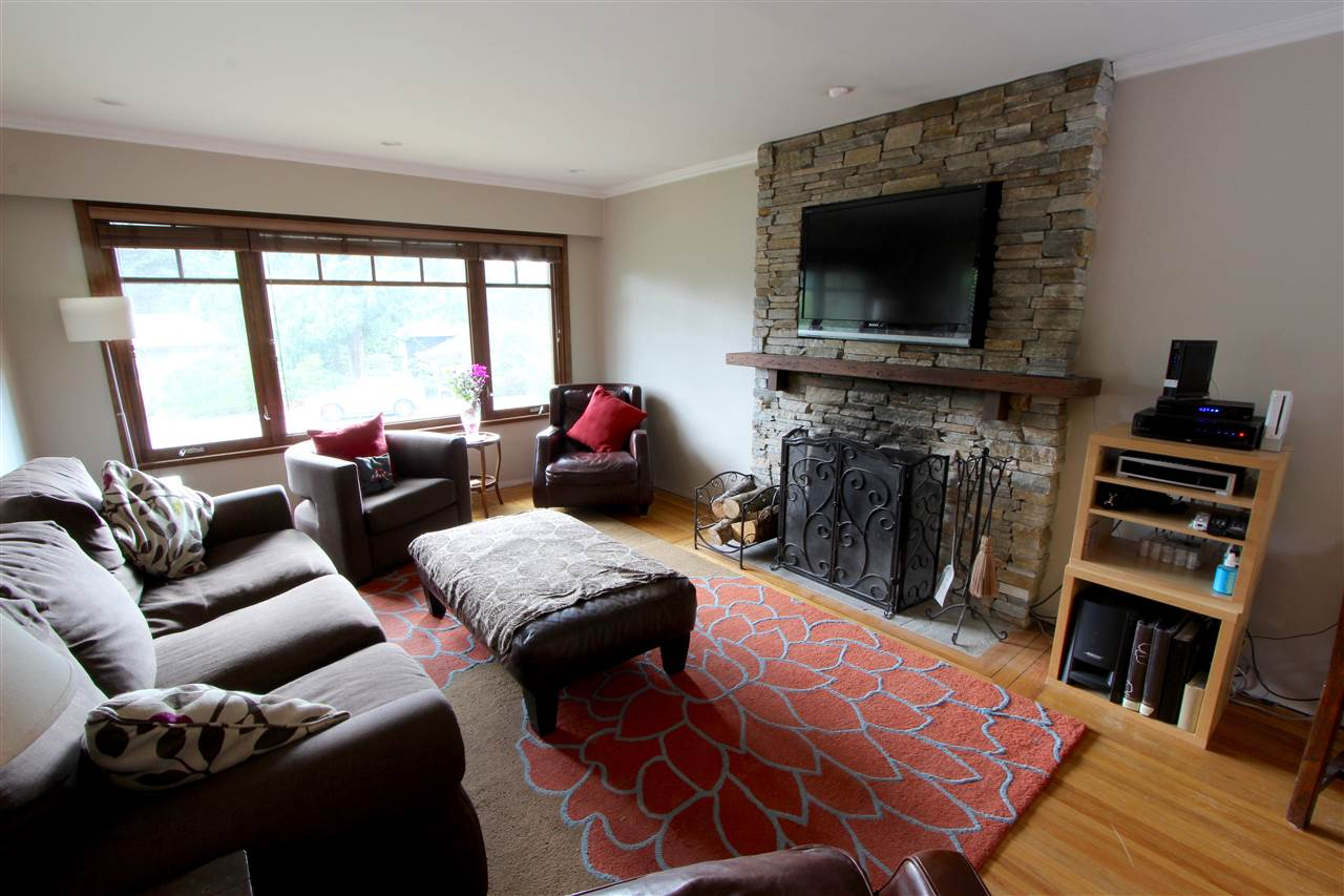 Detached at 444 EVERGREEN PLACE, North Vancouver, British Columbia. Image 7