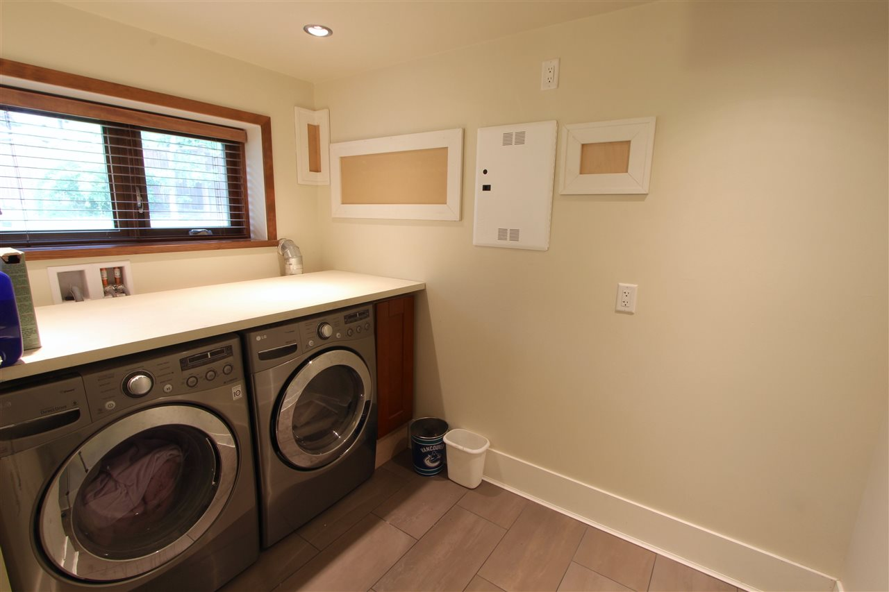 Detached at 444 EVERGREEN PLACE, North Vancouver, British Columbia. Image 12
