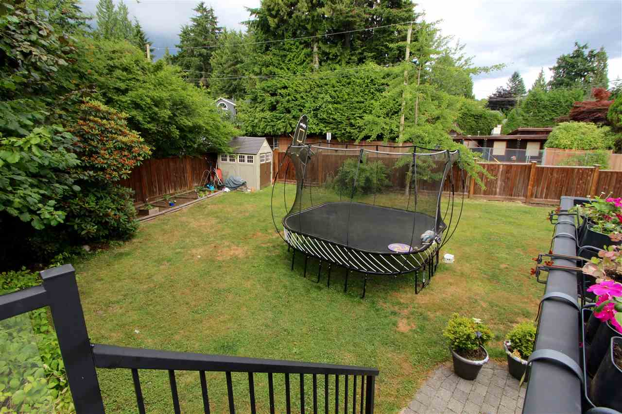 Detached at 444 EVERGREEN PLACE, North Vancouver, British Columbia. Image 16