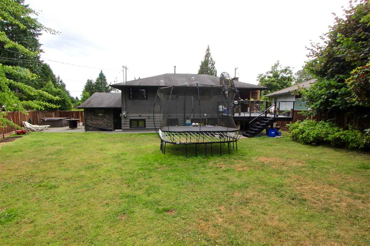 Detached at 444 EVERGREEN PLACE, North Vancouver, British Columbia. Image 17