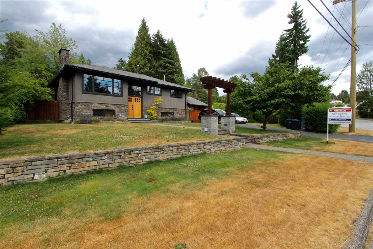 Detached at 444 EVERGREEN PLACE, North Vancouver, British Columbia. Image 19