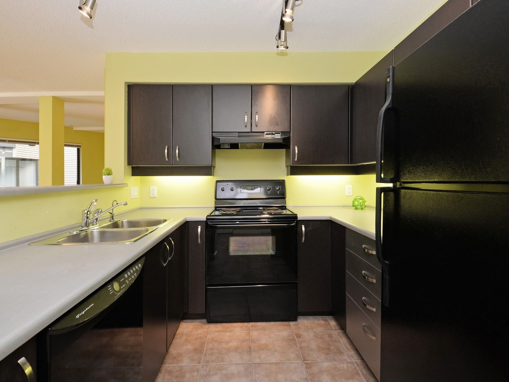 Condo Apartment at 215 10866 CITY PARKWAY, Unit 215, North Surrey, British Columbia. Image 8
