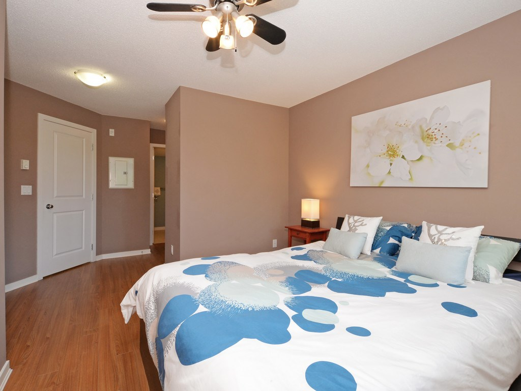 Condo Apartment at 215 10866 CITY PARKWAY, Unit 215, North Surrey, British Columbia. Image 10