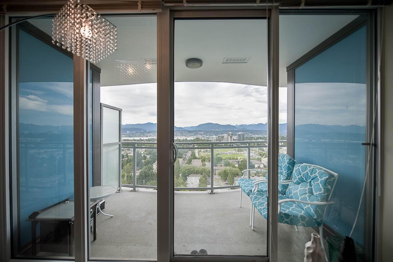 Condo Apartment at 2502 13303 103A AVENUE, Unit 2502, North Surrey, British Columbia. Image 9
