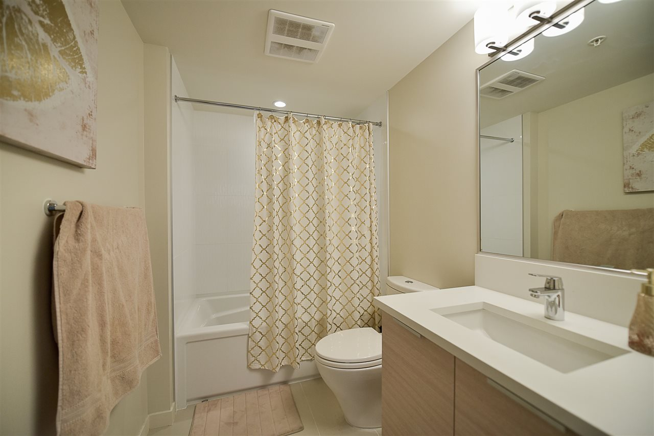 Condo Apartment at 2502 13303 103A AVENUE, Unit 2502, North Surrey, British Columbia. Image 12