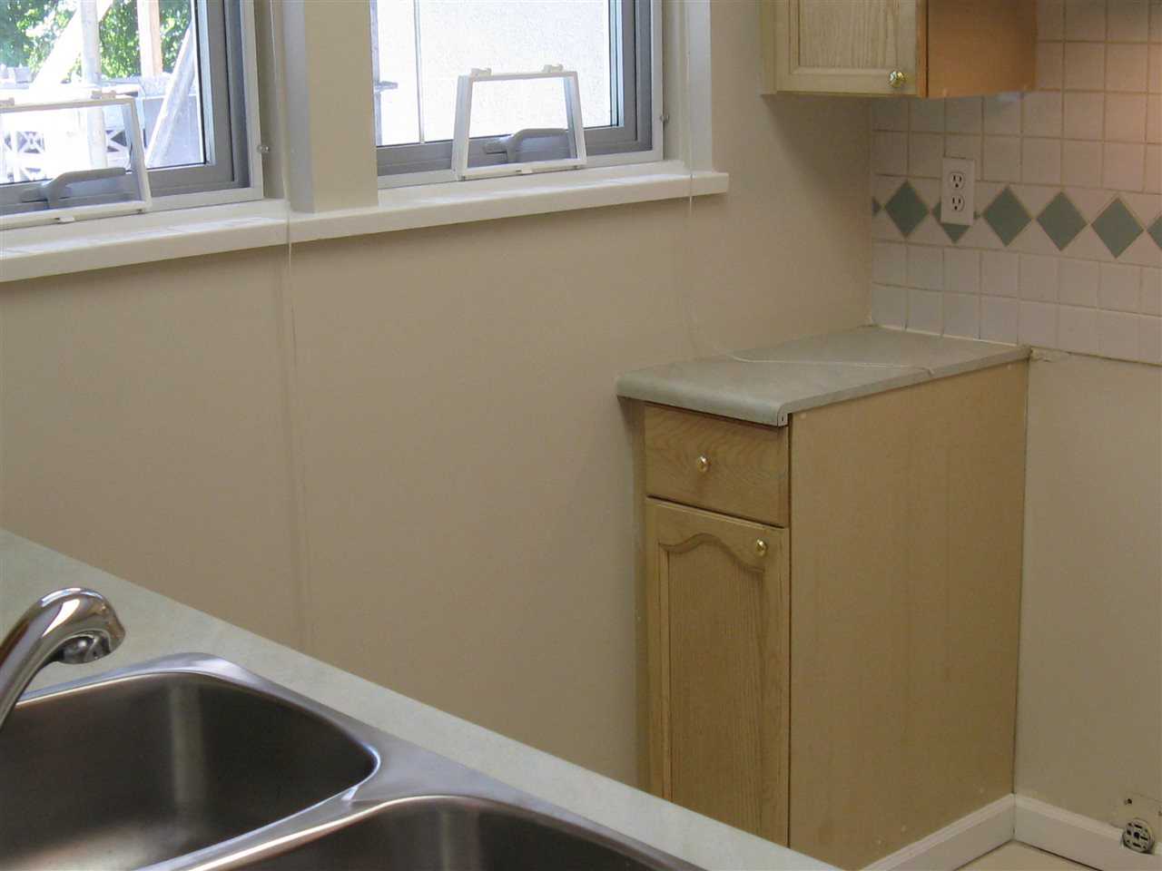 Condo Apartment at 116 98 LAVAL STREET, Unit 116, Coquitlam, British Columbia. Image 6