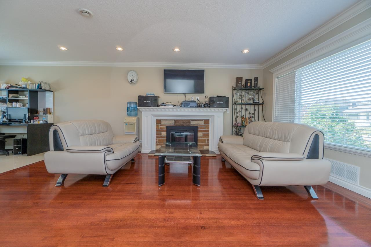 Detached at 7162 MCBRIDE STREET, Burnaby South, British Columbia. Image 8