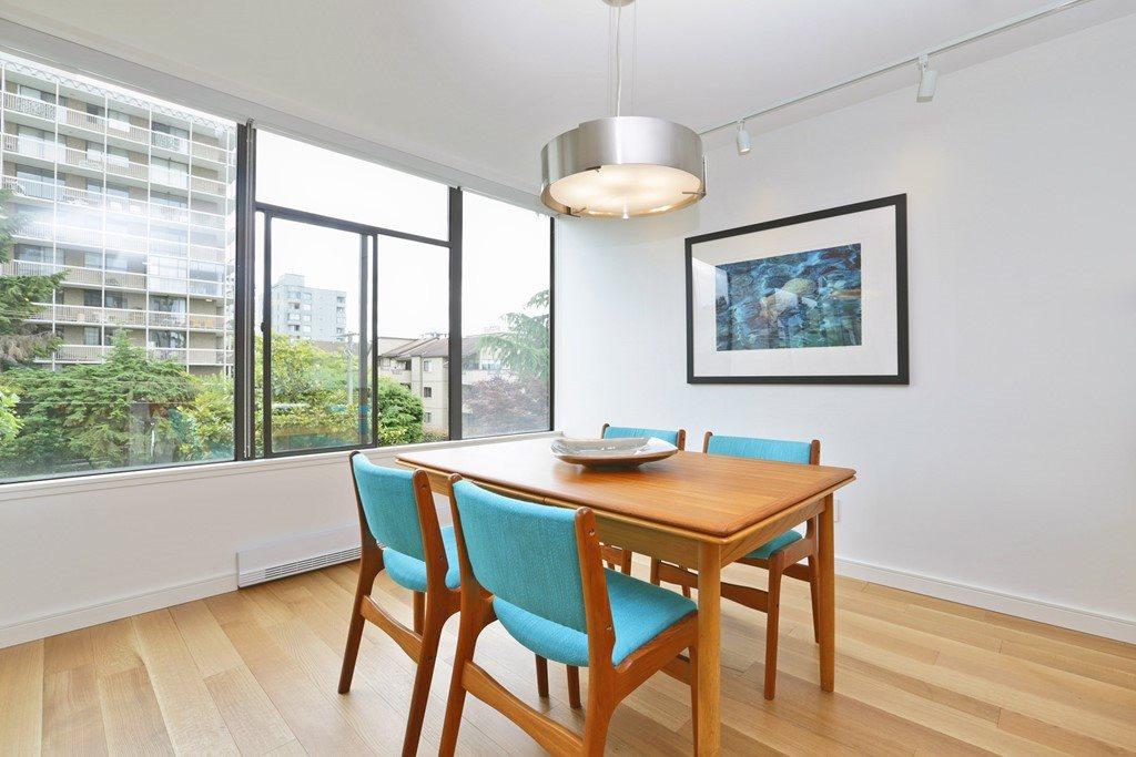 Condo Apartment at 304 1420 DUCHESS AVENUE, Unit 304, West Vancouver, British Columbia. Image 6