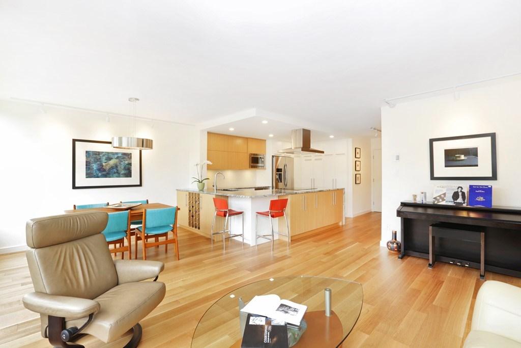 Condo Apartment at 304 1420 DUCHESS AVENUE, Unit 304, West Vancouver, British Columbia. Image 7