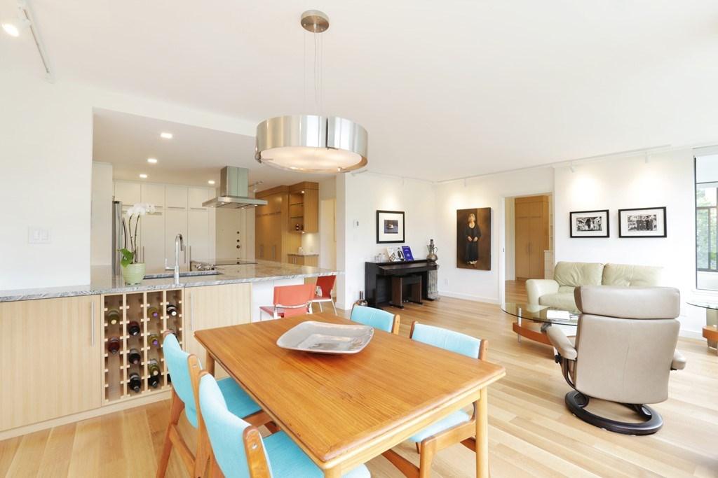 Condo Apartment at 304 1420 DUCHESS AVENUE, Unit 304, West Vancouver, British Columbia. Image 8