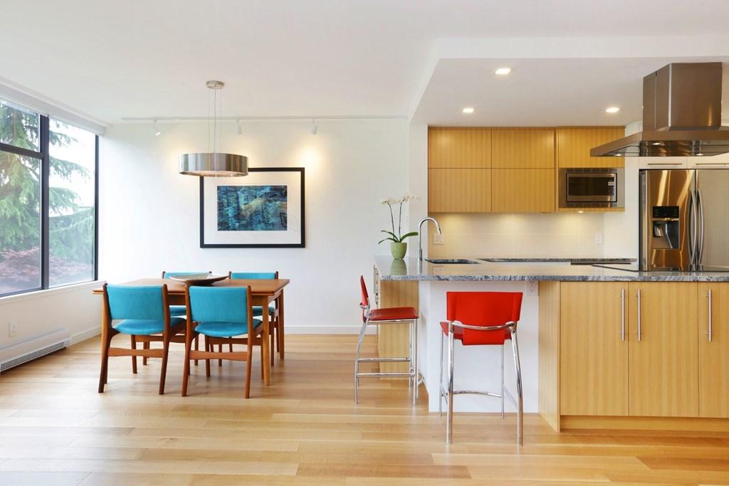 Condo Apartment at 304 1420 DUCHESS AVENUE, Unit 304, West Vancouver, British Columbia. Image 10