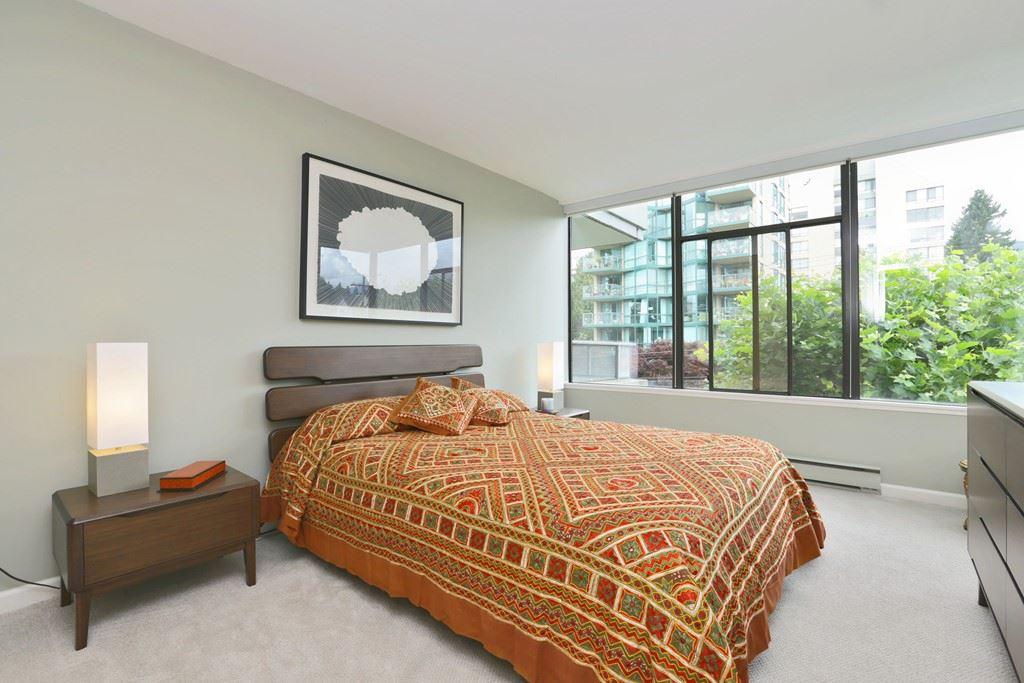 Condo Apartment at 304 1420 DUCHESS AVENUE, Unit 304, West Vancouver, British Columbia. Image 14