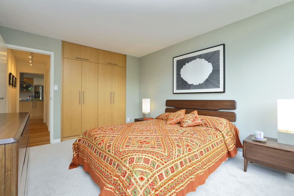 Condo Apartment at 304 1420 DUCHESS AVENUE, Unit 304, West Vancouver, British Columbia. Image 15