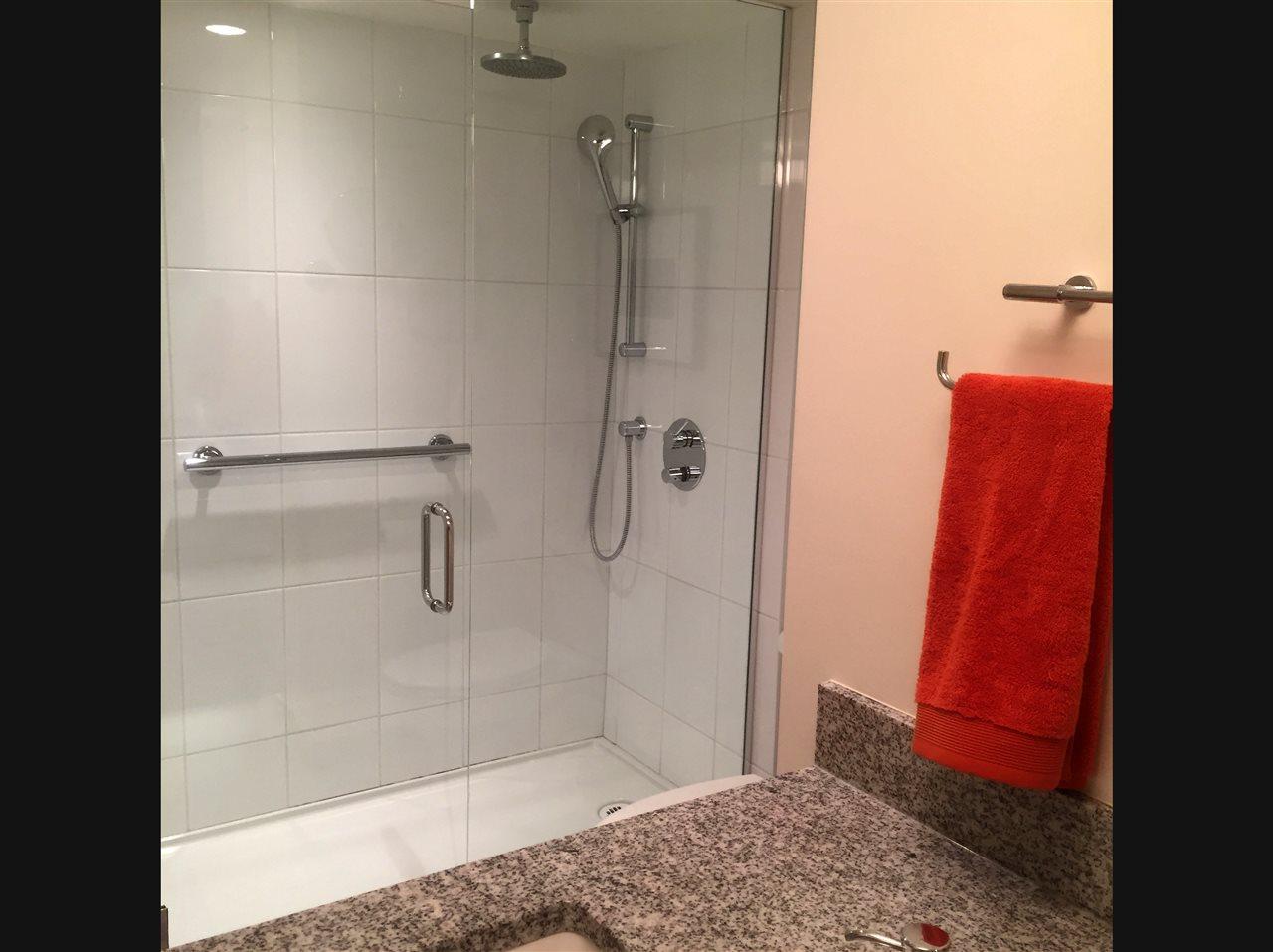 Condo Apartment at 304 1420 DUCHESS AVENUE, Unit 304, West Vancouver, British Columbia. Image 16