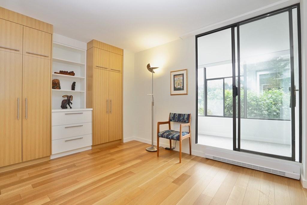 Condo Apartment at 304 1420 DUCHESS AVENUE, Unit 304, West Vancouver, British Columbia. Image 18