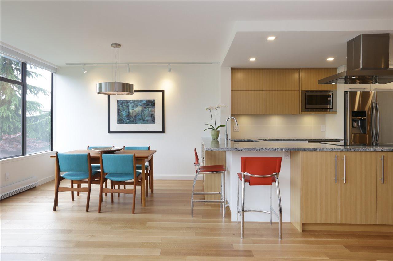 Condo Apartment at 304 1420 DUCHESS AVENUE, Unit 304, West Vancouver, British Columbia. Image 20