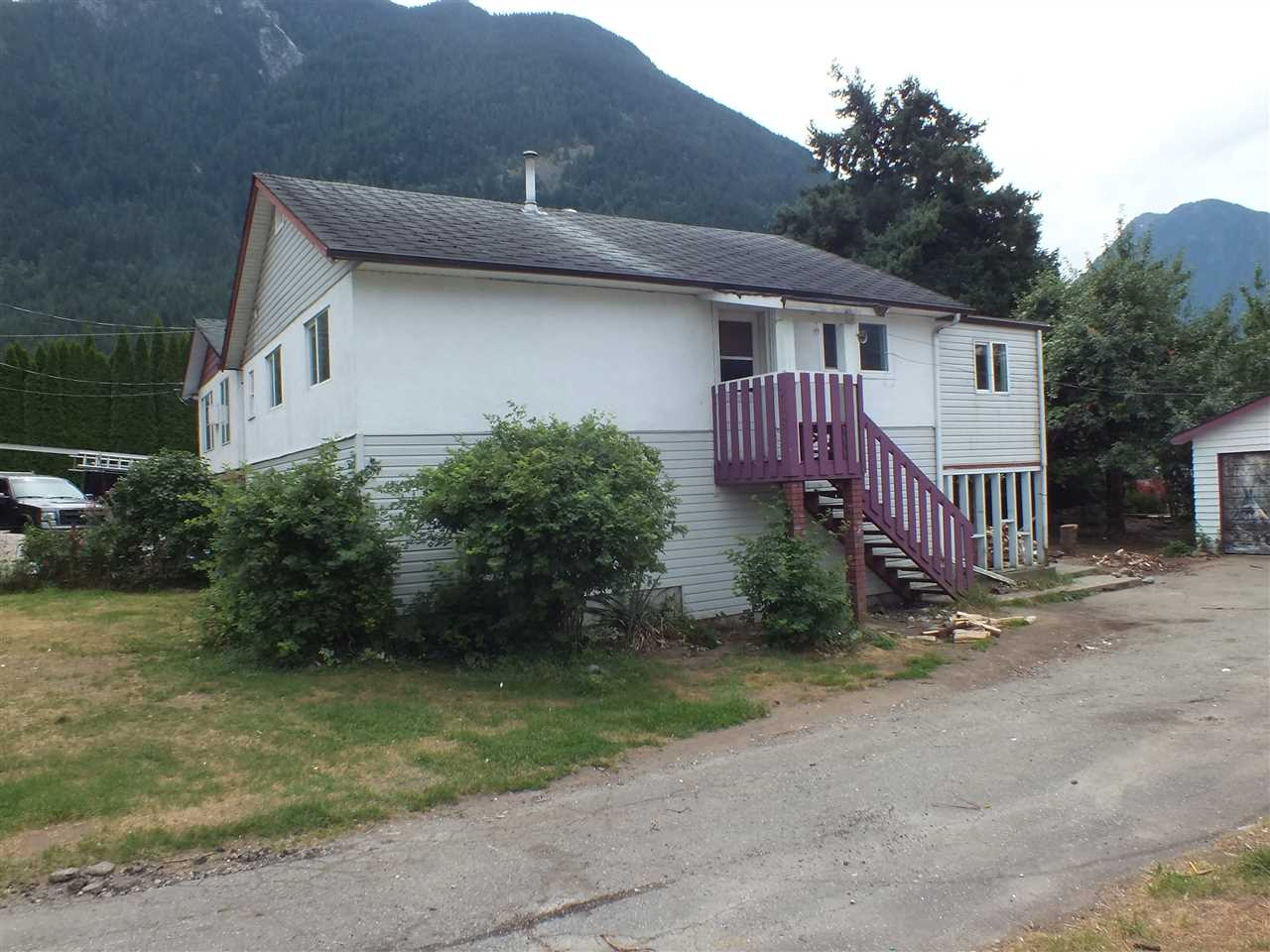 Detached at 948 3RD AVENUE, Hope, British Columbia. Image 1