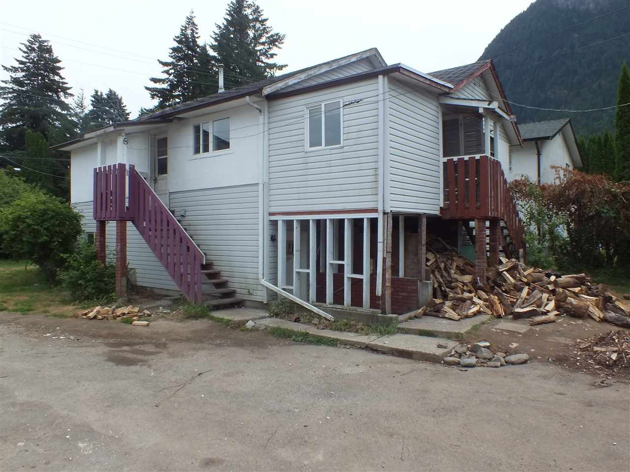 Detached at 948 3RD AVENUE, Hope, British Columbia. Image 3