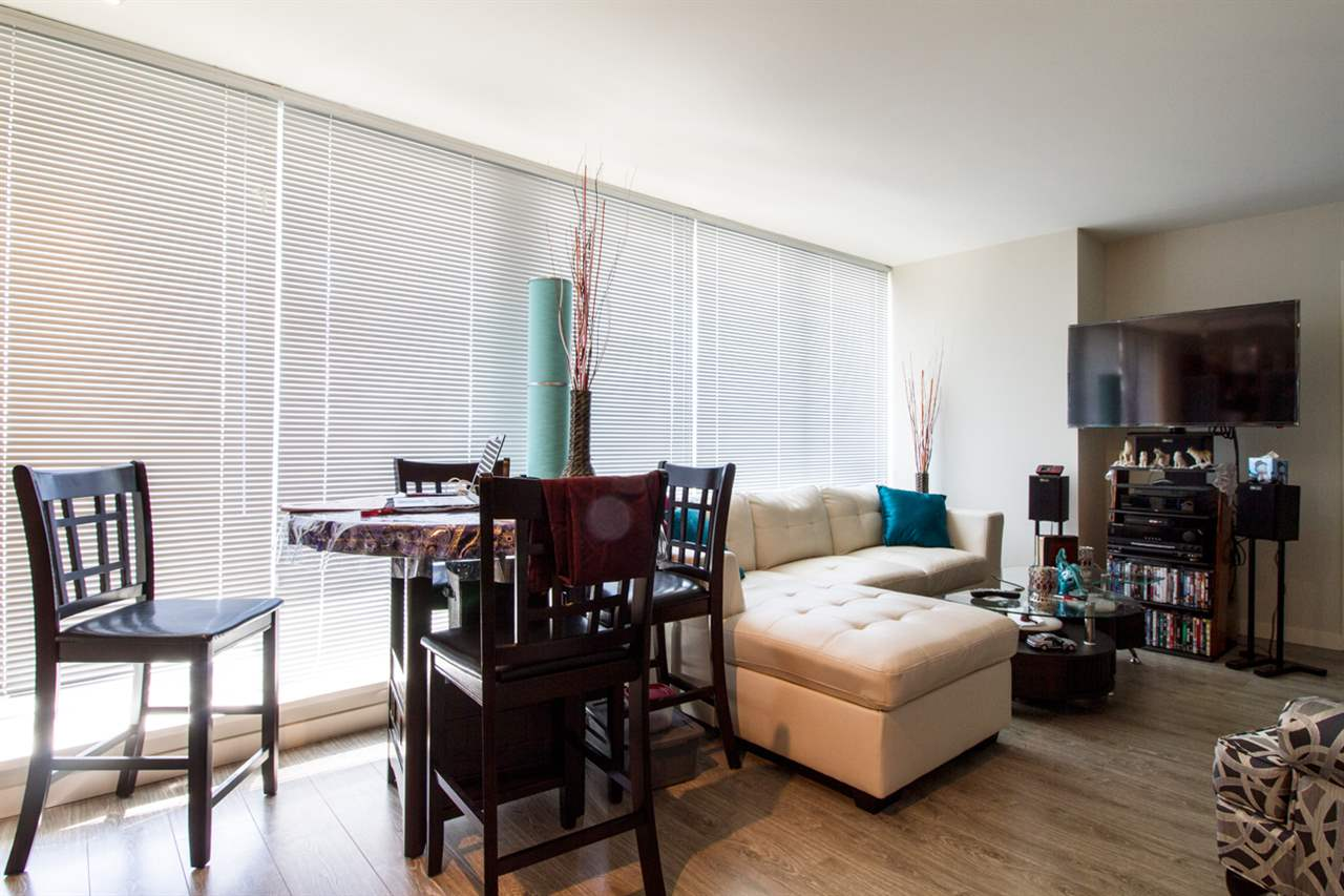 Condo Apartment at 1805 13303 103A AVENUE, Unit 1805, North Surrey, British Columbia. Image 4