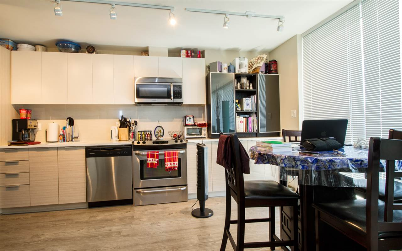 Condo Apartment at 1805 13303 103A AVENUE, Unit 1805, North Surrey, British Columbia. Image 7
