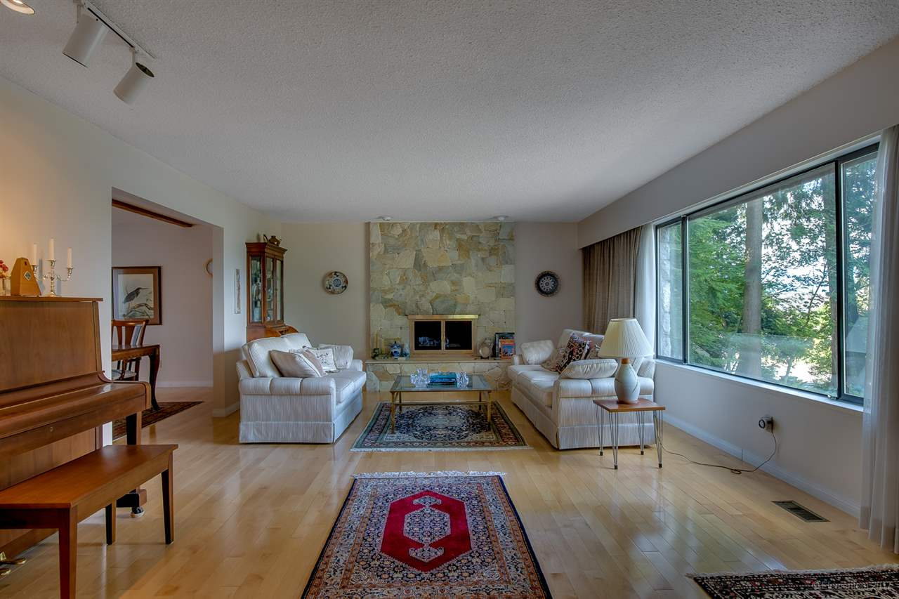 Detached at 6415 BUCKINGHAM DRIVE, Burnaby South, British Columbia. Image 4