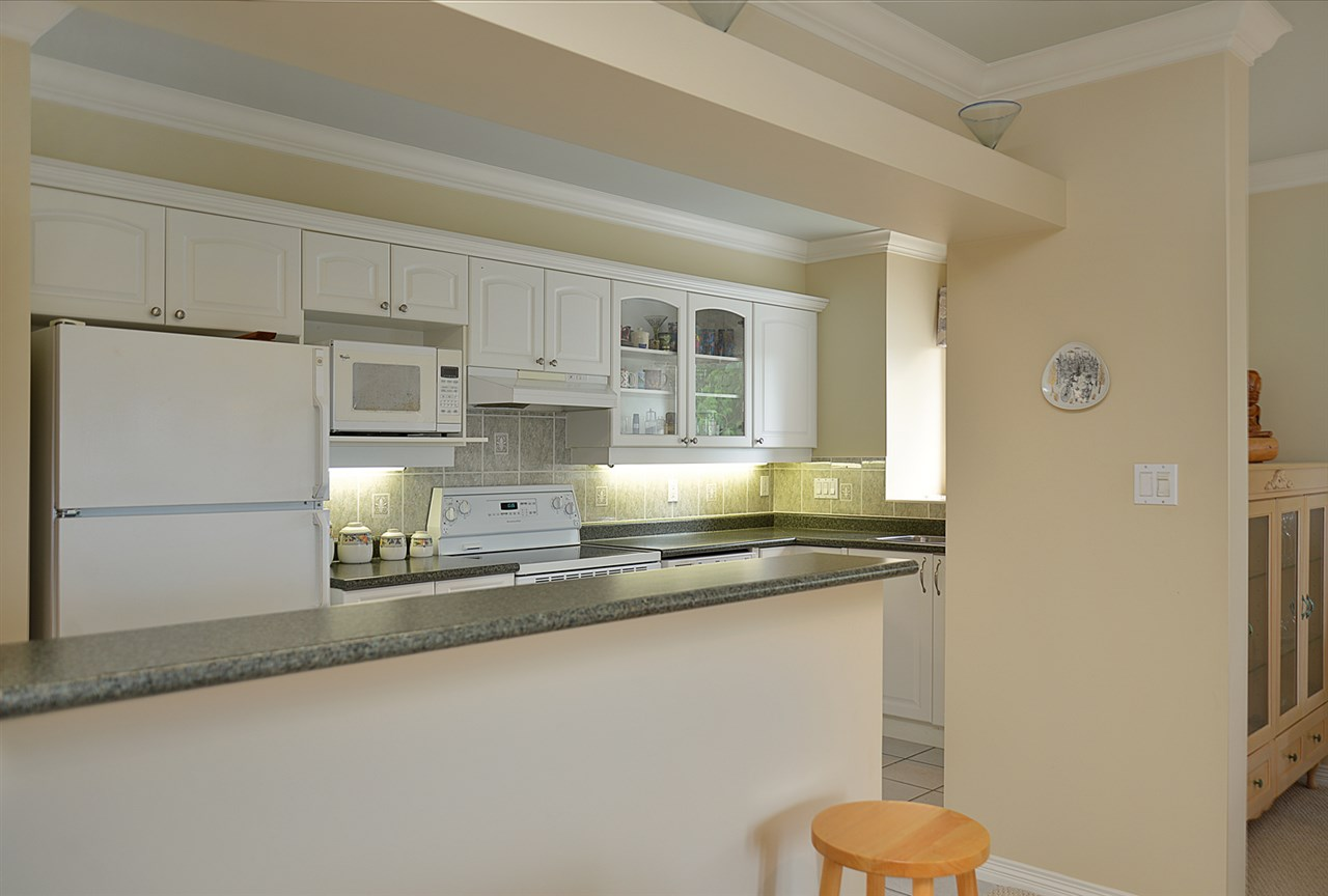 Condo Apartment at 201 5780 TRAIL AVENUE, Unit 201, Sunshine Coast, British Columbia. Image 6