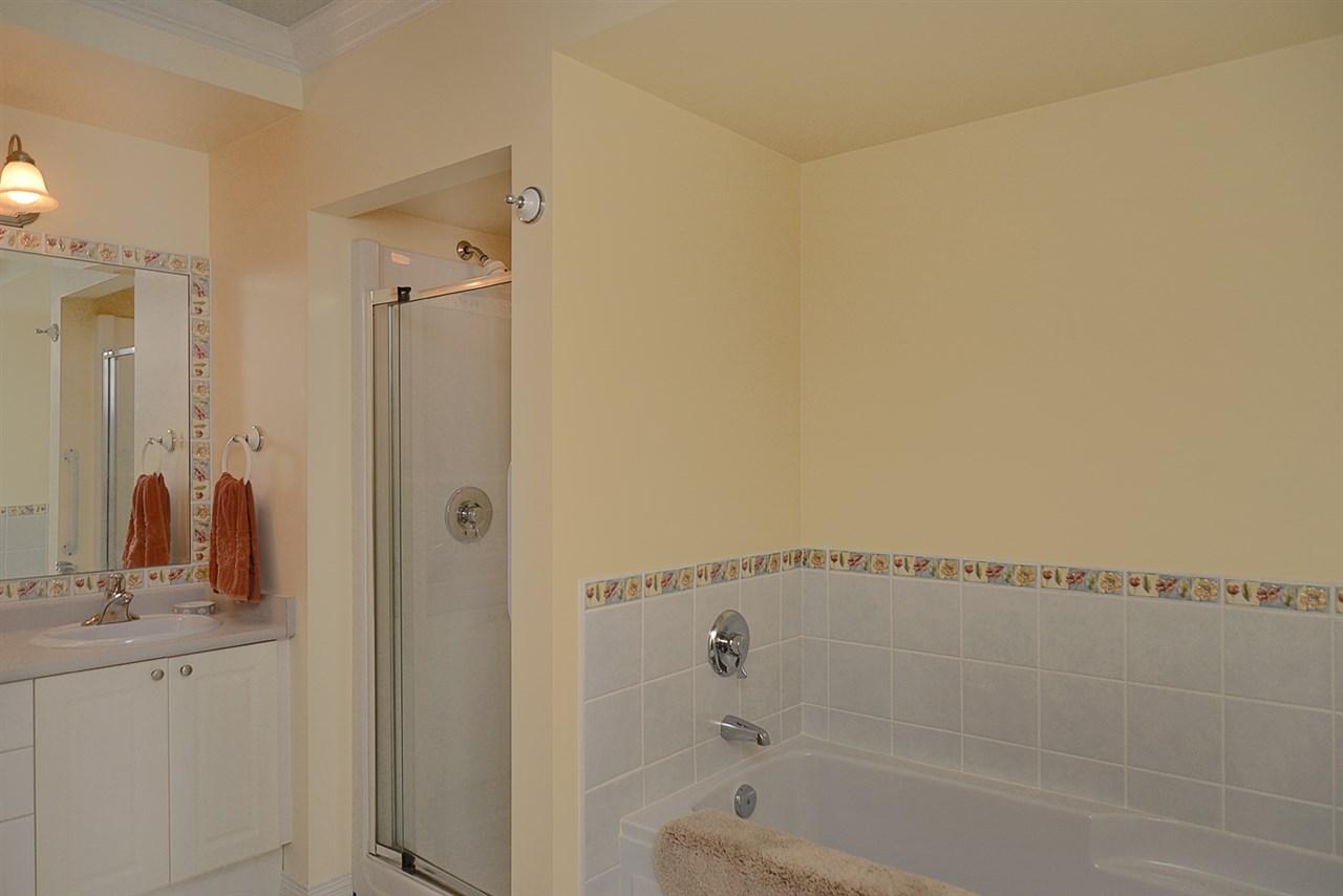 Condo Apartment at 201 5780 TRAIL AVENUE, Unit 201, Sunshine Coast, British Columbia. Image 10