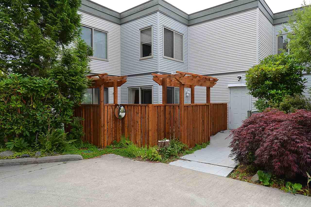 Condo Apartment at 201 5780 TRAIL AVENUE, Unit 201, Sunshine Coast, British Columbia. Image 18