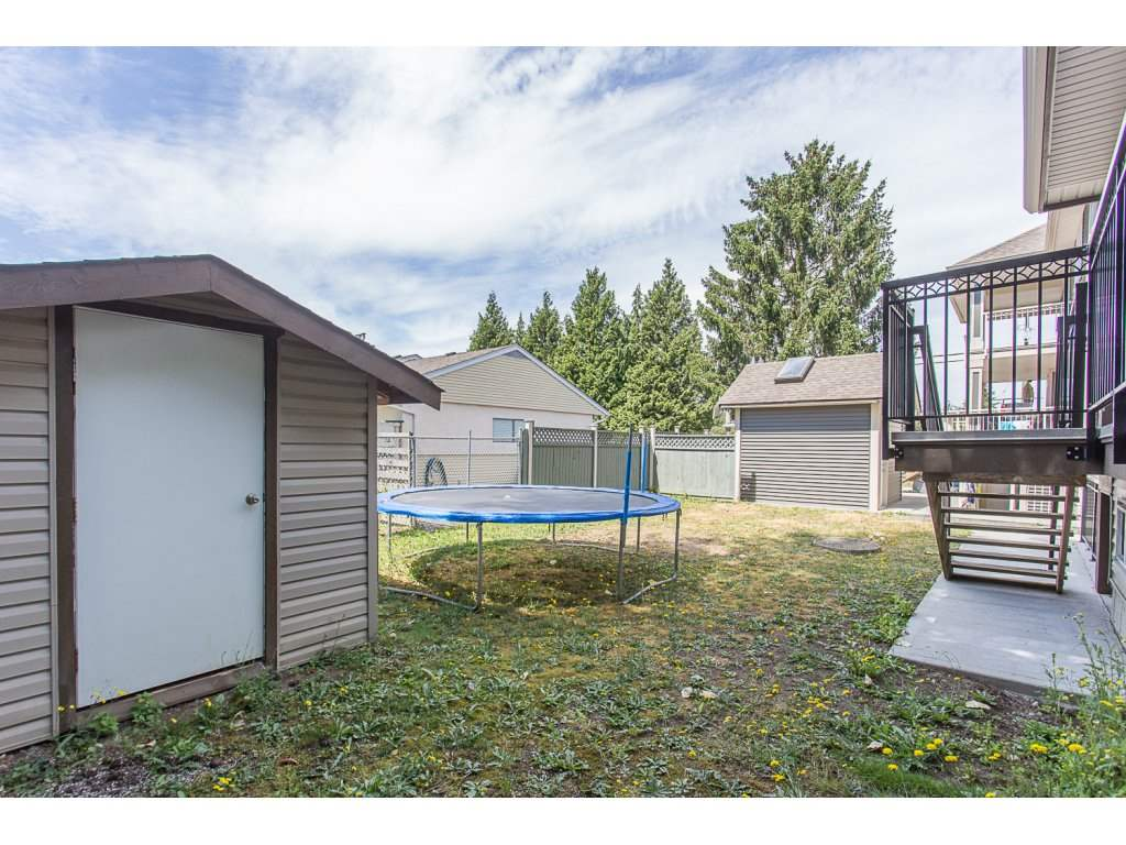 Detached at 2733 VICTORIA STREET, Abbotsford, British Columbia. Image 20