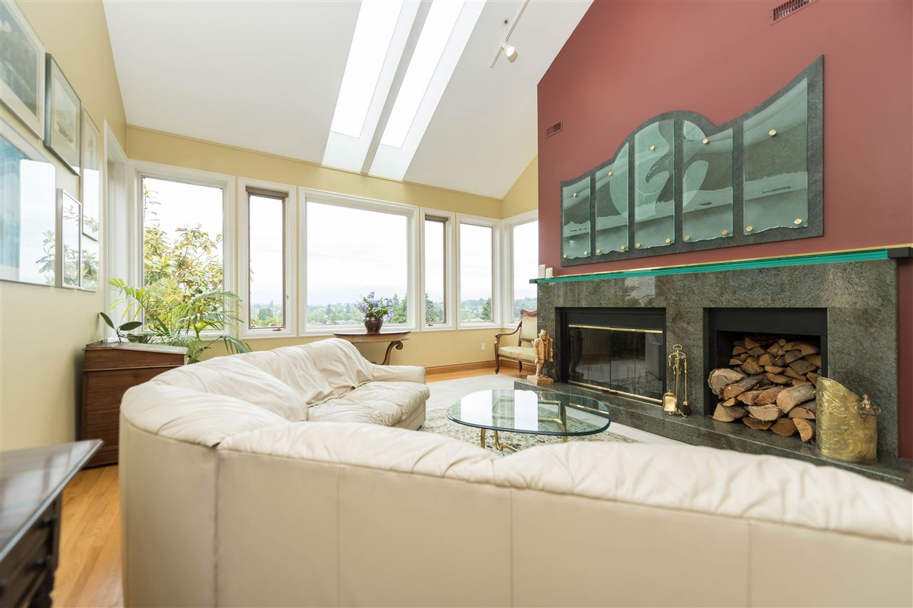 Detached at 4612 PUGET DRIVE, Vancouver West, British Columbia. Image 2