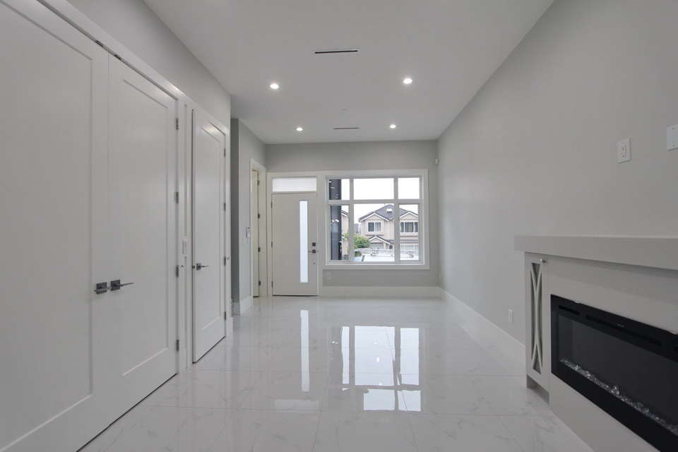 Half-duplex at 5152 NANAIMO STREET, Vancouver East, British Columbia. Image 2