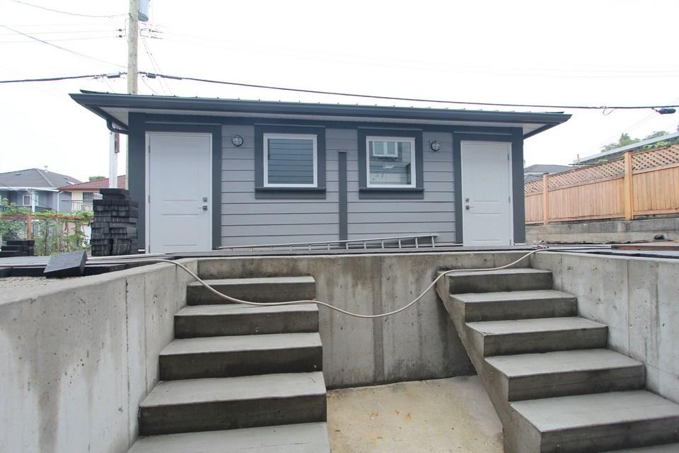 Half-duplex at 5152 NANAIMO STREET, Vancouver East, British Columbia. Image 11