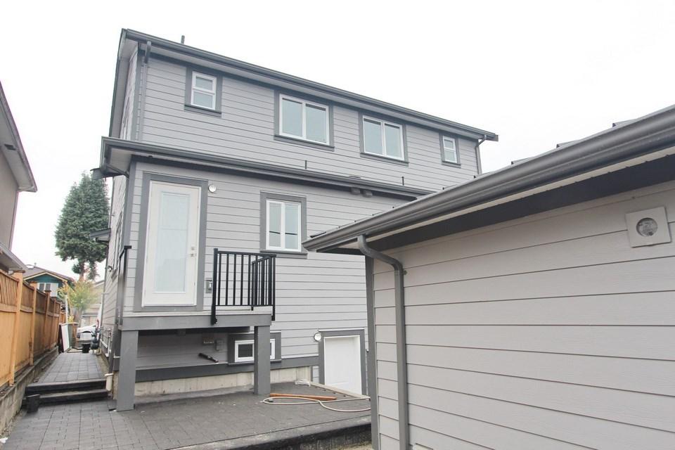 Half-duplex at 5152 NANAIMO STREET, Vancouver East, British Columbia. Image 12