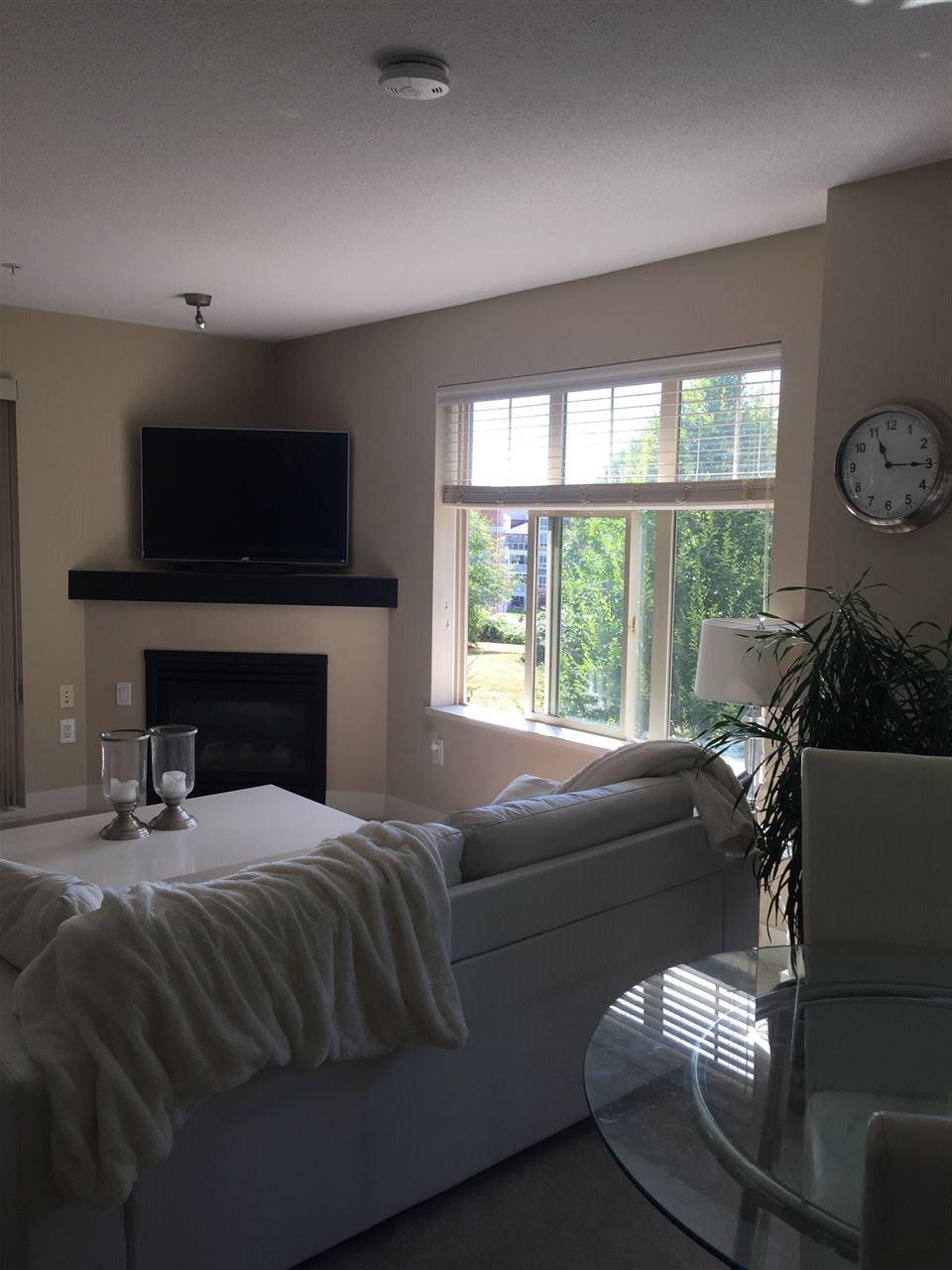 Condo Apartment at 204 6500 194 STREET, Unit 204, Cloverdale, British Columbia. Image 5