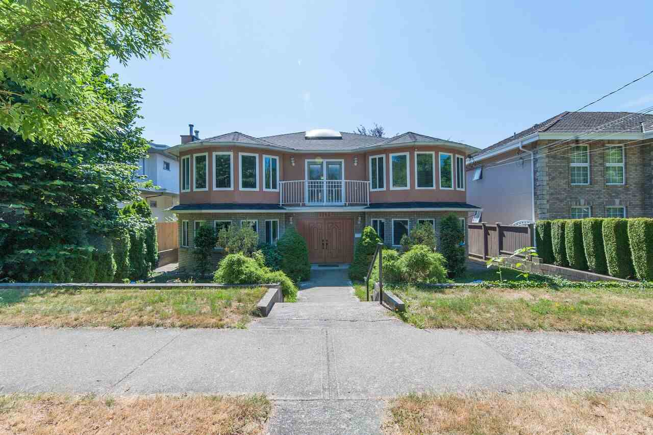 Detached at 1718 EDINBURGH STREET, New Westminster, British Columbia. Image 1