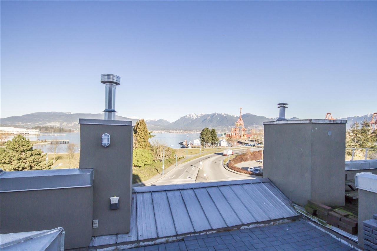 Townhouse at 135 ALEXANDER STREET, Vancouver East, British Columbia. Image 5